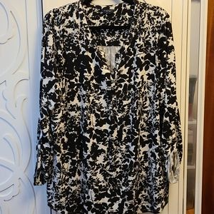 BNWT Floral Tunic Top with Button Detailing